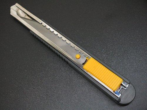 自作した金鋸ナイフを市販カッターに装着して使う