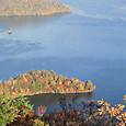 中禅寺湖の八丁出島の紅葉
