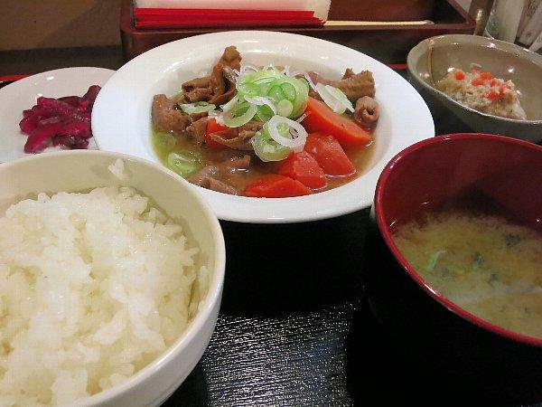 「宮の和バル maruni」のランチ(もつ煮定食)