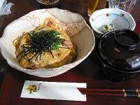県産鶏の親子丼(800円)