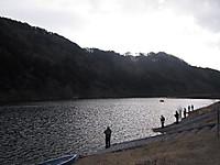 東古屋湖・事務所前