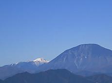 古賀志山から見た白根山