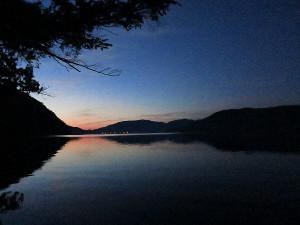 中禅寺湖特別解禁、午前4時前の朝焼け
