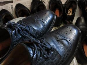 磨き上げた革靴