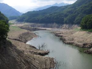 超渇水の川俣湖