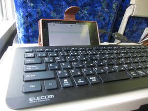 外付けキーボードを接続したスマホで、親指シフトによるテキストの快適入力を実現