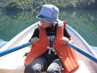 丸沼釣行・ボートを漕ぐ長女