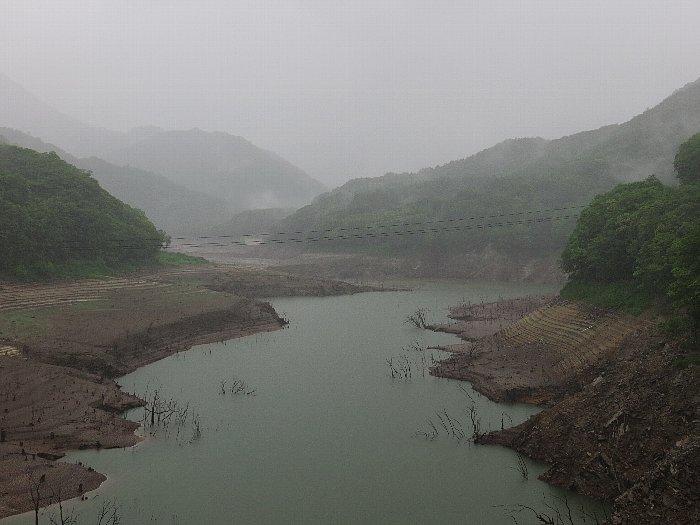 渇水の川俣湖