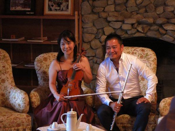 駒沢さん(バイオリン)と栗田さん(フルート)のデュオ