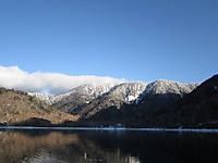 朝、雪景色の丸沼