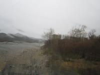 嵐の荒川(車窓より)