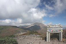 南月山の頂上
