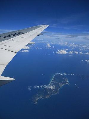 高知発羽田行きの飛行機から見た「新島」