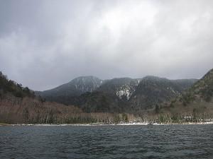 丸沼から眺める燕巣山
