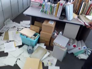 東日本大震災直後の書類が散乱した職場の状況(栃木県宇都宮市)