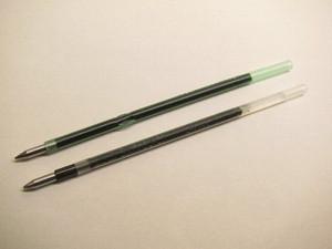 クルールのリフィル(写真:上)と「ジェットストリーム「SXR-80-07」(写真:下)